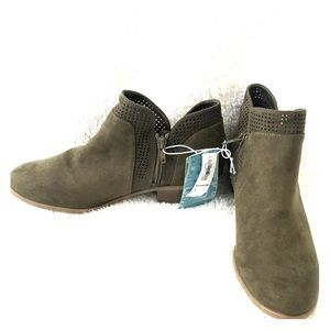 Old Navy olive colored ankle boots size 8